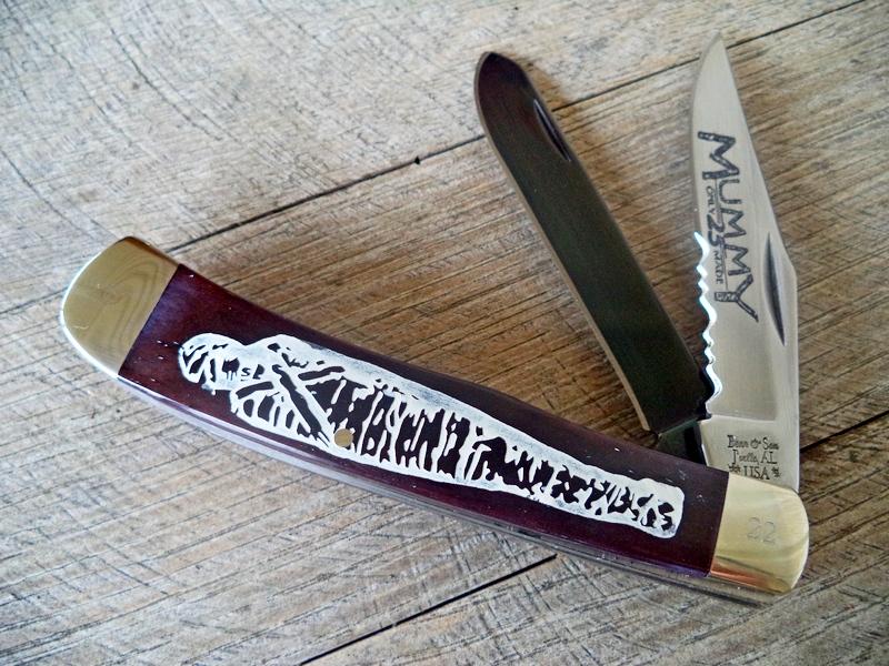 Bear The Mummy Smooth Black Bone Trapper Knife